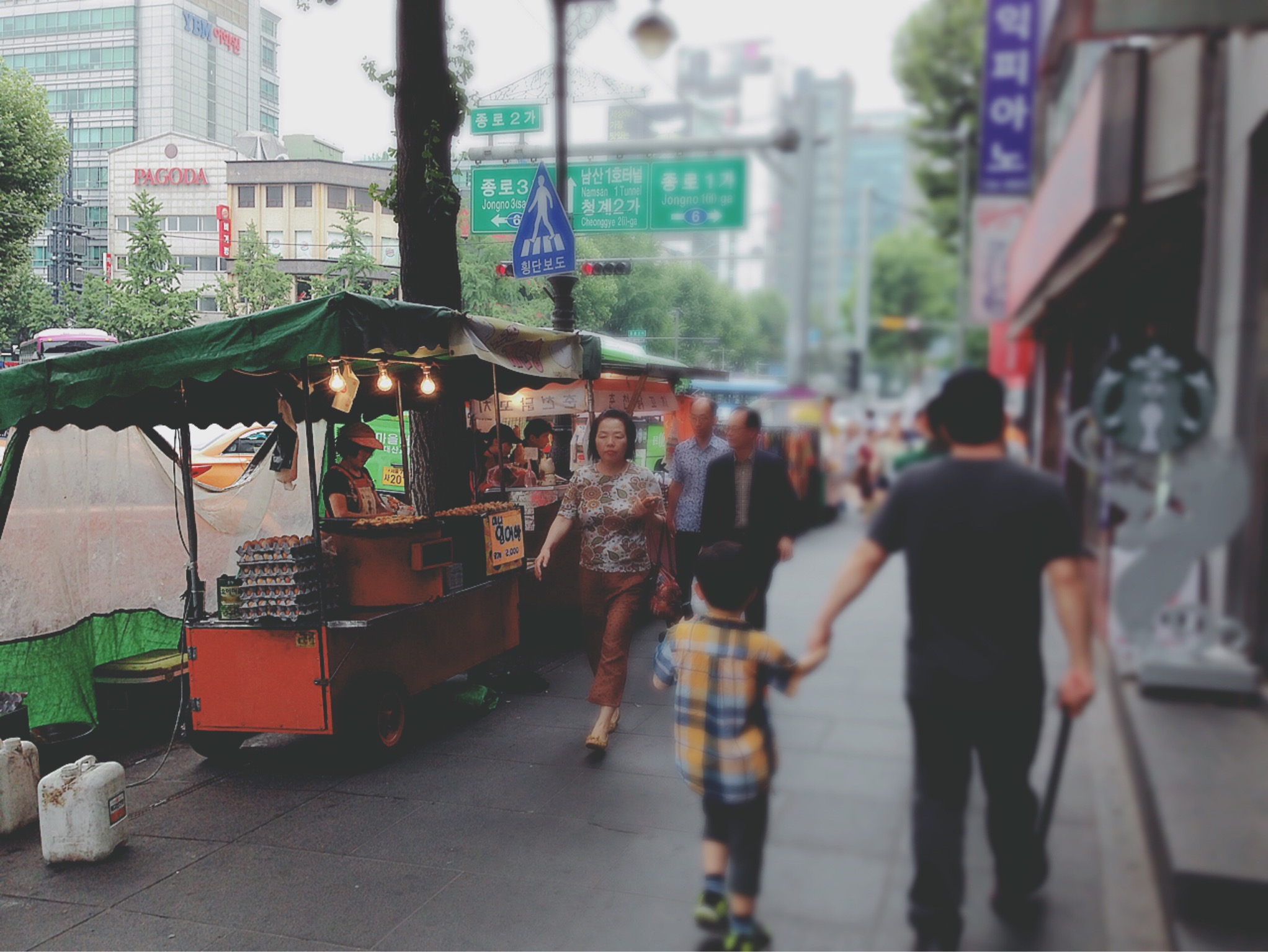 insadong gil street food vendors